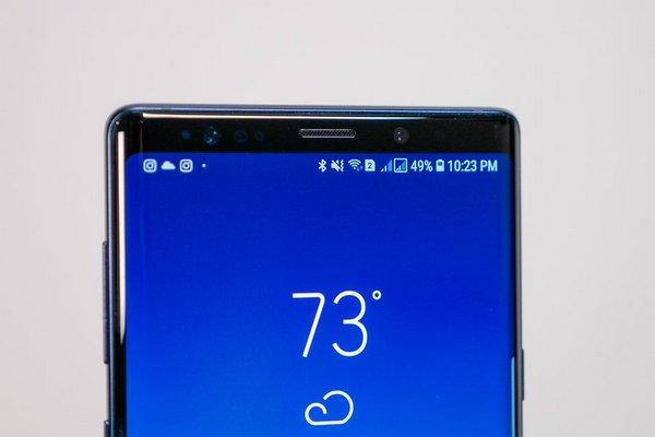 """Samsung sẽ đưa camera selfie vào trong màn hình, quyết không chạy theo trào lưu """"tai thỏ"""""""