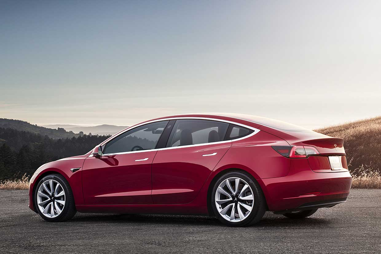"""Tesla mở bán Model 3 """"giá rẻ"""", chỉ hơn 1 tỷ đồng"""