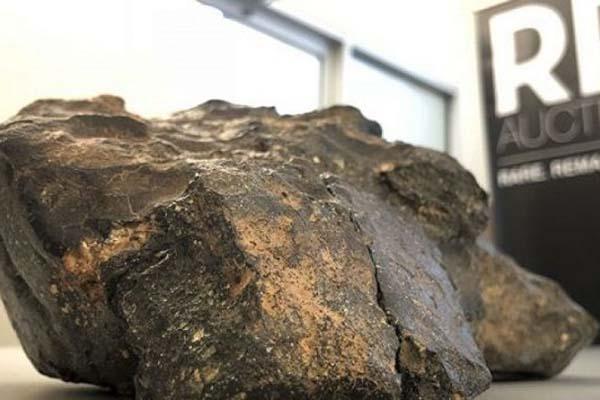 Một doanh nghiệp Việt vừa chi 14 tỷ VNĐ mua khối thiên thạch 'mảnh ghép mặt trăng' nặng 5,5kg trong phiên đấu giá ở Mỹ?