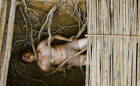 'Người bất tử': Nỗ lực khai thác thế giới tâm linh ma mị của Victor Vũ