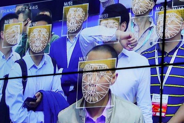 AI này có thể tìm kiếm con người qua chiều cao, giới tính và quần áo qua camera giám sát