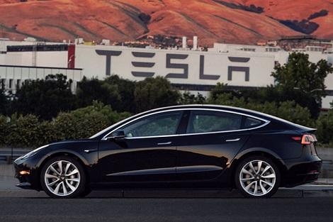 Công ty xe điện của Elon Musk báo lãi kỷ lục