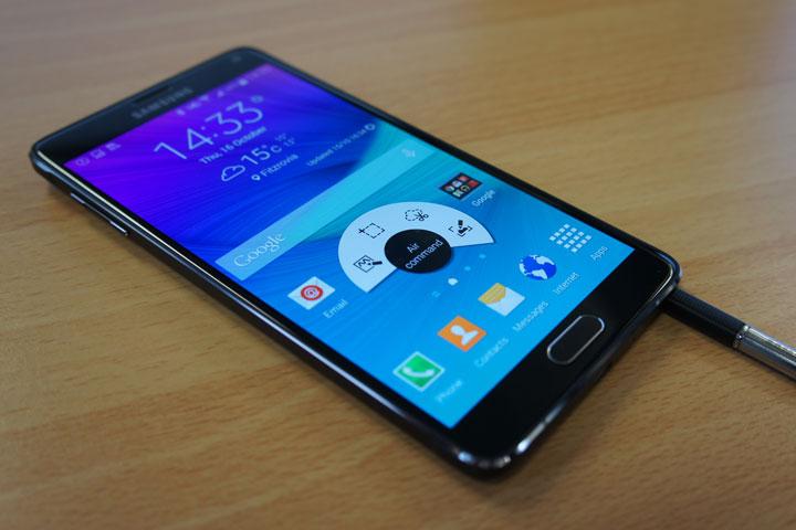 Cố ý làm chậm điện thoại, Apple và Samsung lĩnh án phạt nặng từ Ý