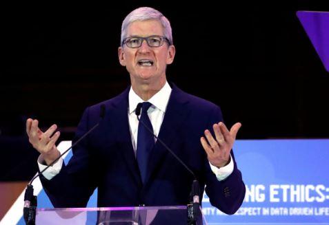 CEO Apple tạ ơn Thượng đế vì đã làm cho ông đồng tính