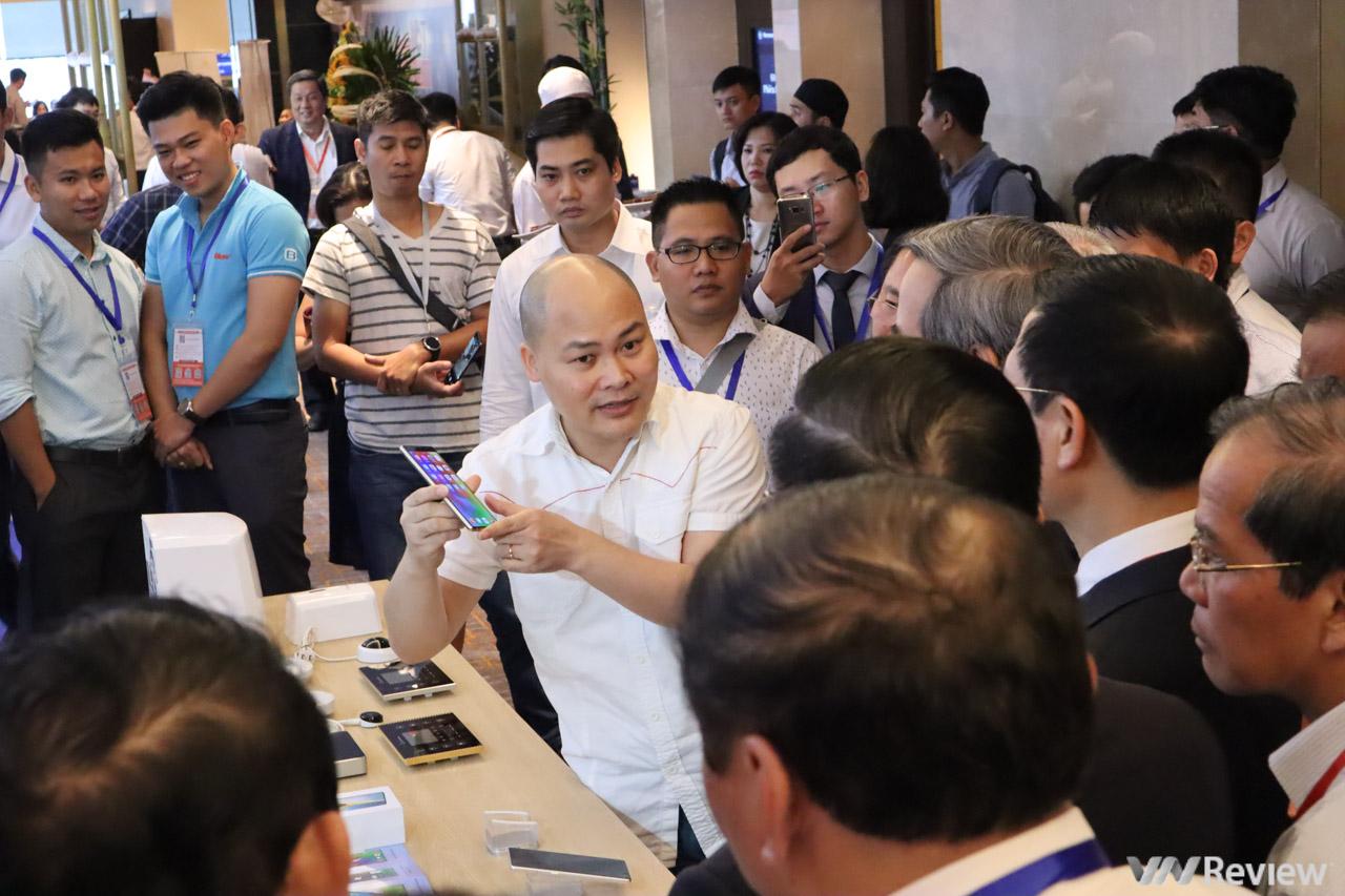 CEO Nguyễn Tử Quảng: Điểm đặc biệt nhất trên Bphone 3 là làm chủ để tạo ra thiết kế riêng