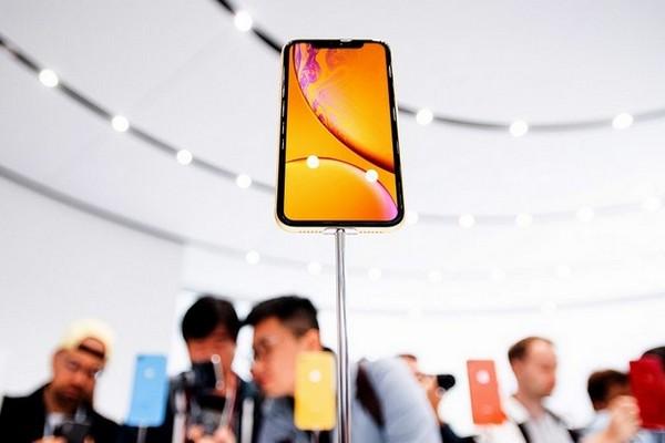 Mổ bụng iPhone XR: Nội thất pha trộn giữa iPhone 8 và iPhone X, không quá khó sửa chữa