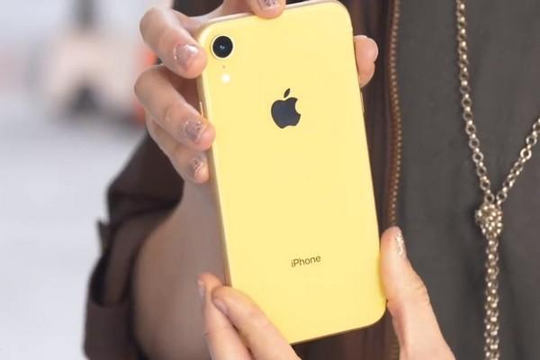 Thử độ bền của iPhone XR khi thả từ độ cao ngang hông, ngang mặt và từ trần nhà