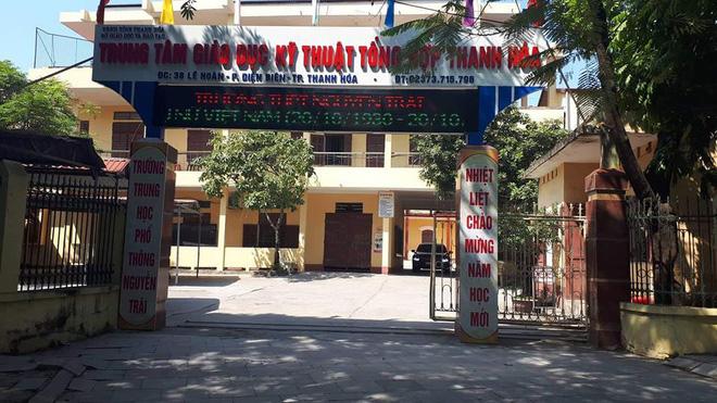 Chat nhóm Facebook xúc phạm thầy cô, bảy học sinh lớp 10 ở Thanh Hoá bị đuổi học