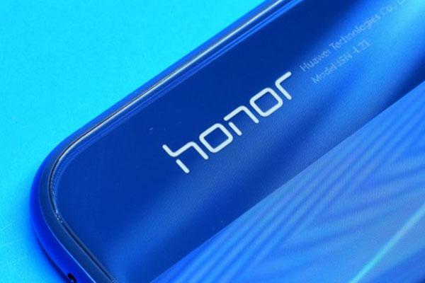 """Cùng với Magic 2, Honor còn ra mắt smartwatch, tablet và tai nghe kiểu dáng """"nhái"""" AirPods"""