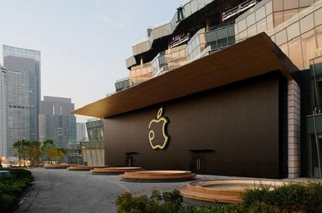 Quản lý Apple xuất hiện trong ngày bán iPhone mới ở VN