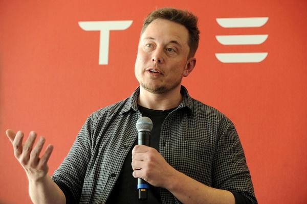 Elon Musk: Tất cả mọi người tại Tesla đều làm việc 100 tiếng/tuần để tăng sản lượng xe Model 3