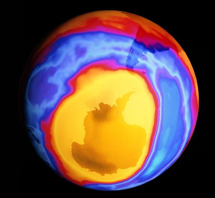 Lỗ thủng tầng ozone được phát hiện tại Nam cực năm 2000