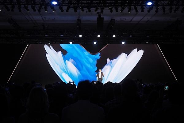 Không để smartphone màn hình gập bị phân mảnh, Google sẽ tạo ra chuẩn chung cho các OEM
