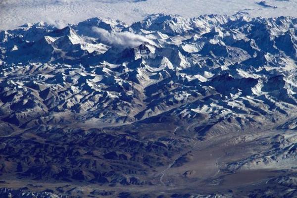 Chiêm ngưỡng hình ảnh những ngọn núi hùng vĩ trên Trái Đất khi nhìn từ ngoài không gian