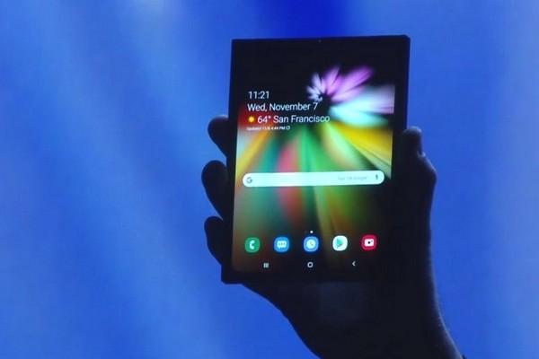 Smartphone màn hình gập có đáng để Samsung nhọc công nghiên cứu nhiều năm trời không?
