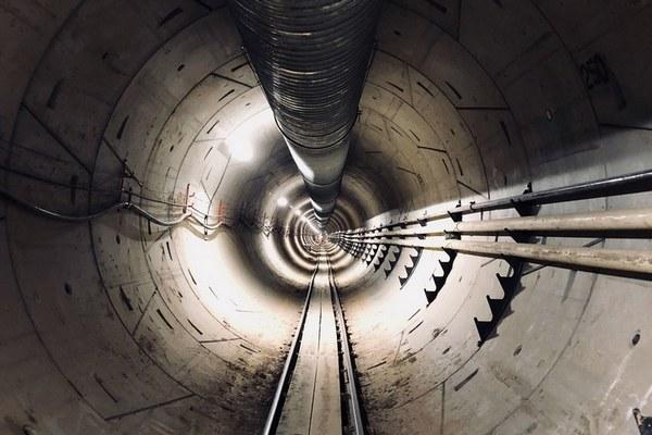Chóng mặt khi chu du trong đường hầm dài 3,2km sắp hoàn thành của tỷ phú Elon Musk