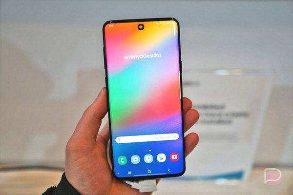 Samsung Galaxy S10 Lite có màn hình nốt ruồi, giá bán từ 650 USD đến 750 USD?
