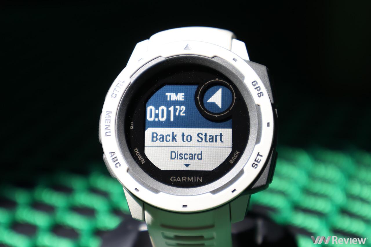 Trên tay Garmin Instinct: smartwatch đông đá 2 ngày, ném từ