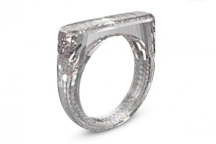 Jony Ive của Apple thiết kế một chiếc nhẫn kim cương 100% được làm từ... kim cương