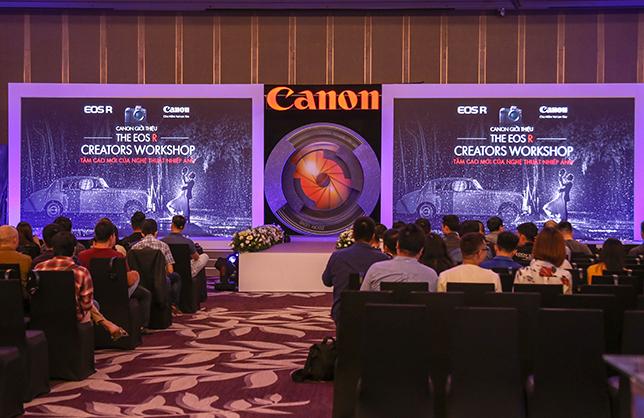 """Canon """"khoe"""" mirrorless Full Frame EOS R với giới nhiếp ảnh Hà Nội"""