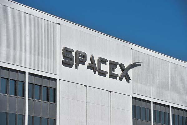 Space X được Mỹ cho phép phóng hàng nghìn vệ tinh Internet ra ngoài không gian