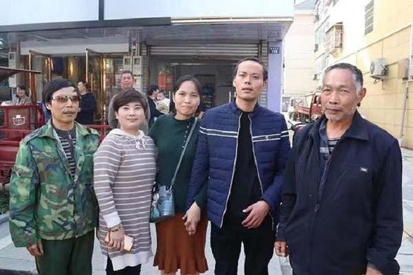 Người đàn ông ở Trung Quốc đoàn tụ với gia đình sau 8 năm nhờ... TikTok