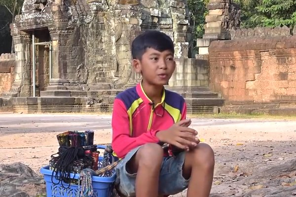 Cậu bé Campuchia có khả năng nói 15 thứ tiếng khiến cộng đồng mạng ngỡ ngàng