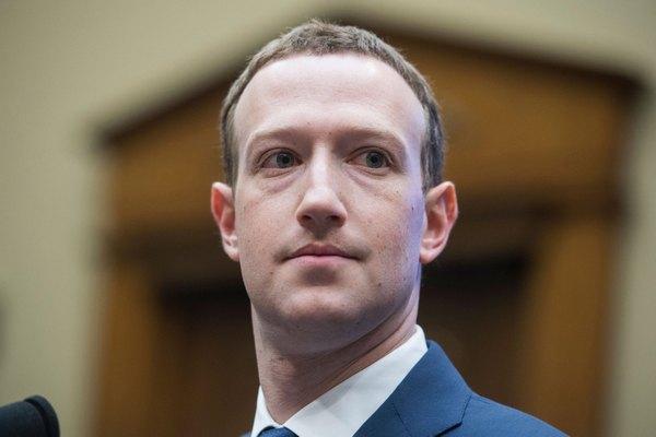 Bất chấp dư luận và bê bối, Mark Zuckerberg tái khẳng định sẽ không từ chức
