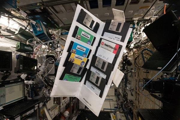 Bất ngờ chưa: Đĩa mềm của NASA được xuất hiện trên trạm vũ trụ ISS