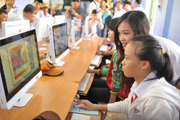 """Intel khởi động hành trình xuyên Việt """"Tin học cho cộng đồng 2012"""""""