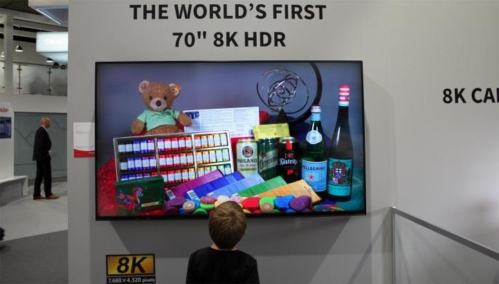 Samsung và LG tiếp tục thống trị thị trường TV LCD, TV 8K khó tăng trưởng