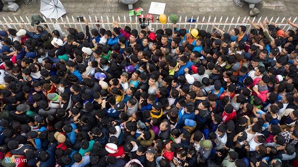 Vé trận VN - Philippines đã tràn ngập chợ đen, 'bao nhiêu cũng có'