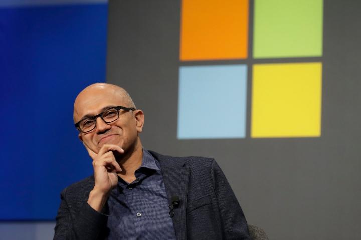 Microsoft đã làm những gì để vượt mặt Apple, trở thành công ty giá trị nhất thế giới?