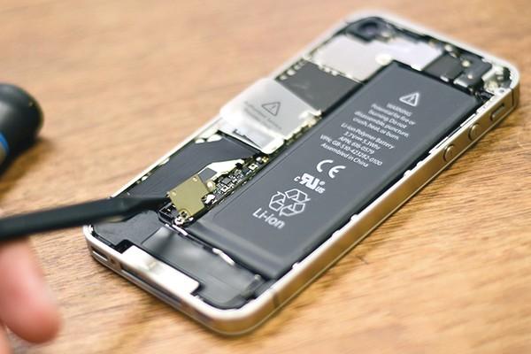 Thay pin iPhone ngay nhé, Apple sắp đóng chương trình thay pin giá ưu đãi