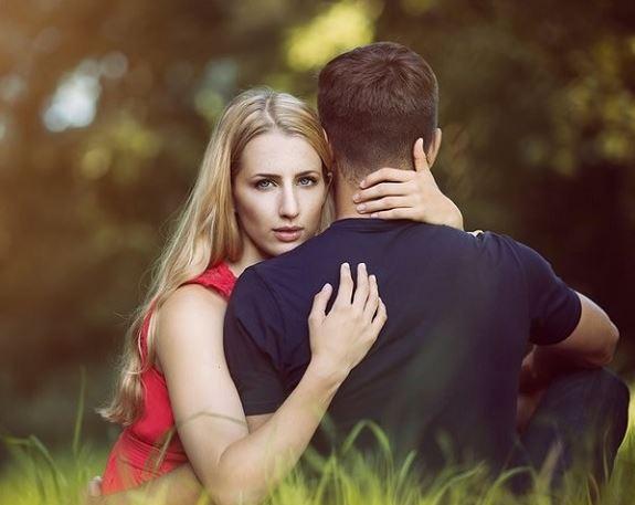 Cách nào phát hiện người mà bạn đang hẹn hò bị rối loạn đa nhân cách?