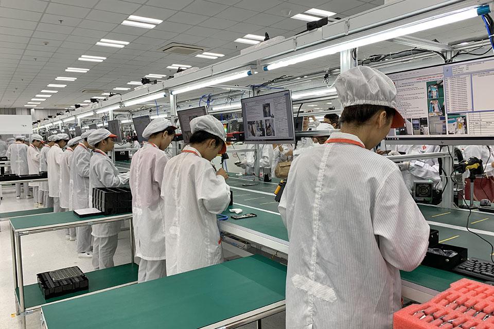 Đột nhập bên trong nhà máy sản xuất smartphone Vsmart của Vingroup