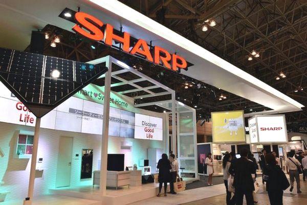 """""""Nạn nhân"""" mới của iPhone bán chậm: Sharp sa thải 3.000 nhân viên tại Nhật"""