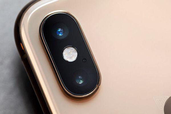"""Đọ camera giấu mặt, iPhone X/XS bị loại ngay từ """"vòng gửi xe"""""""
