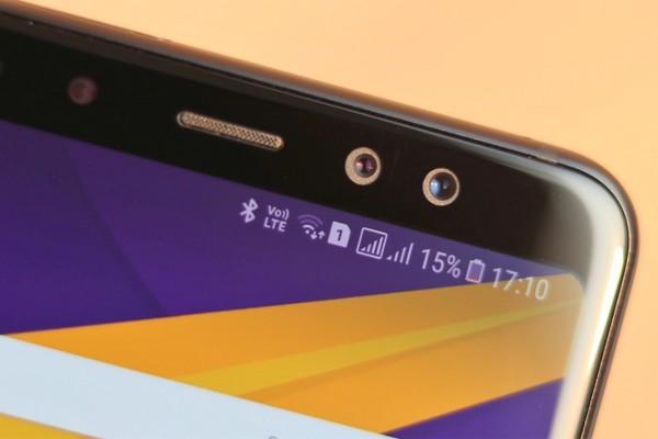 Kính bảo vệ màn hình xác nhận Galaxy S10+ sẽ có tới hai nốt ruồi ở mặt trước