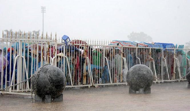 40 quả cầu đá trang trí sân Mỹ Đình được dịch chuyển để phá dớp cho tuyển Việt Nam