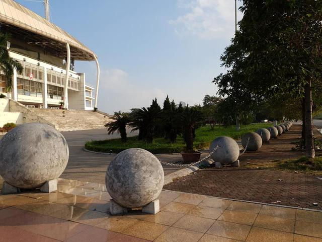 Phong thuỷ không tốt, 40 quả cầu trang trí sân Mỹ Đình được dịch chuyển để phá dớp cho tuyển Việt Nam