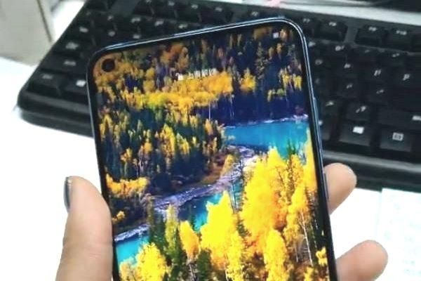 Ảnh cận cảnh mới nhất của Huawei Nova 4: Viền mỏng, nốt ruồi trên màn hình, 3 camera sau