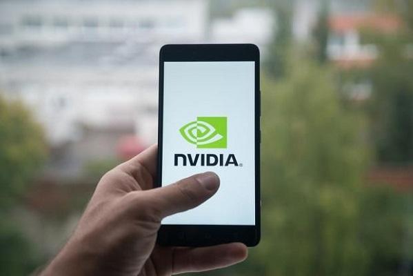 Tại sao giá cổ phiếu Nvidia mất nửa giá chỉ trong hai tháng?