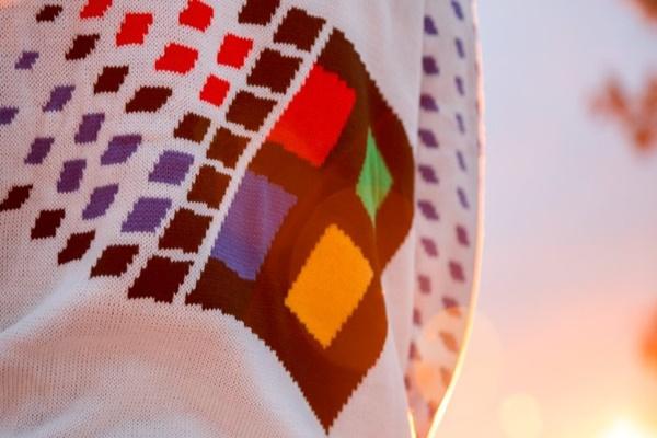 Nếu là một fan của Microsoft, bạn sẽ không thể ngồi yên khi nhìn thấy chiếc áo len độc đáo này