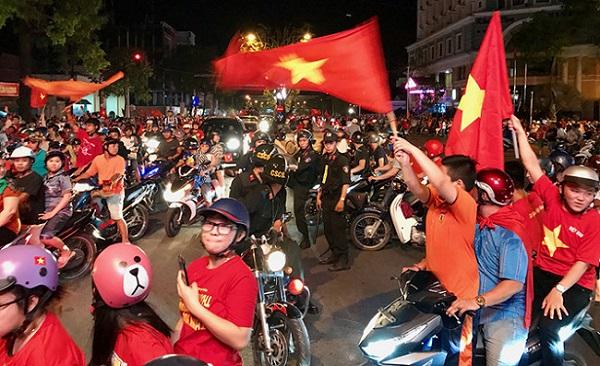 Trực tiếp Việt Nam - Malaysia: Sân Mỹ Đình soát vé từ 13h30, có chỗ cho 60 ngàn khán giả ngoài sân
