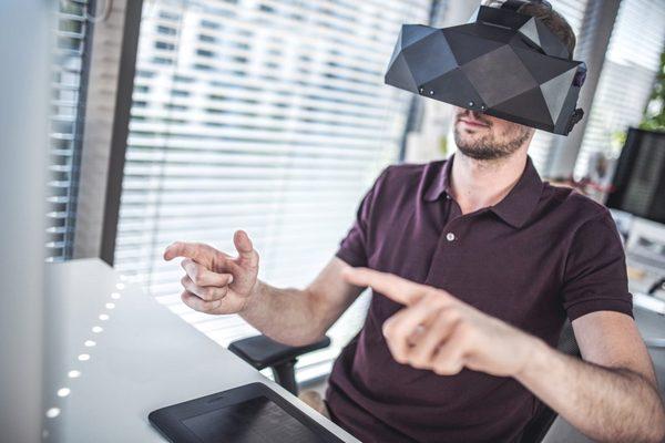 Chỉ là thiết bị VR thông thường nhưng tại sao chiếc kính VR này có trị giá lên tới 5.800 USD?