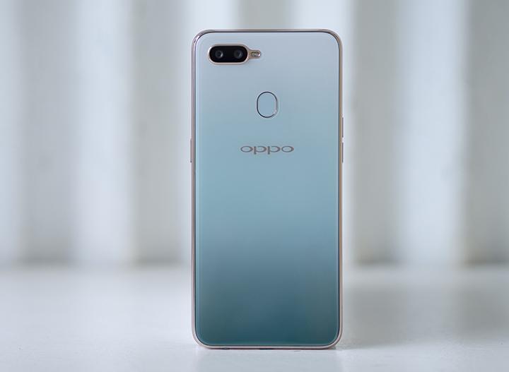 """Oppo F9 có thêm màu """"xanh phỉ thúy"""", hạ giá còn 7 triệu đồng"""