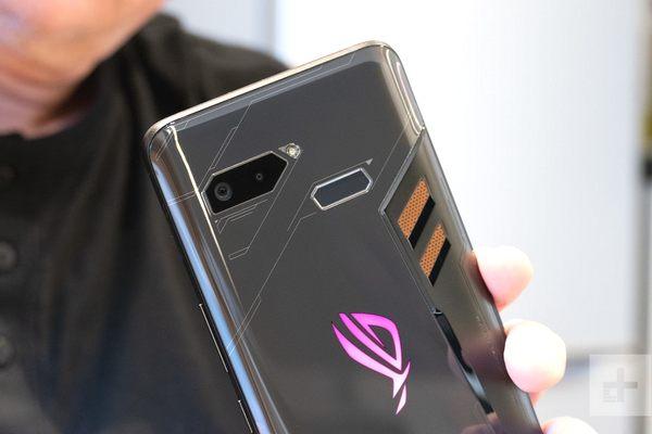 Tra tấn Asus ROG Phone: Smartphone chuyên game hardcore của Asus có thực sự bền?