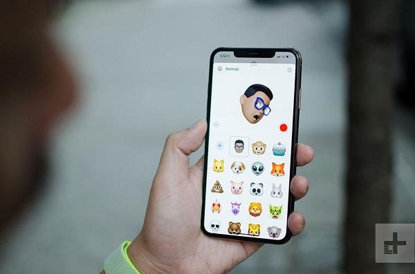 Tai thỏ bám theo iPhone đến năm 2020, khi có iPhone màn hình có lỗ camera