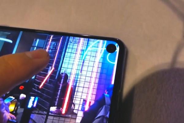 Lỗ camera trên Galaxy S10 sẽ làm được nhiều điều rất thú vị và hấp dẫn?